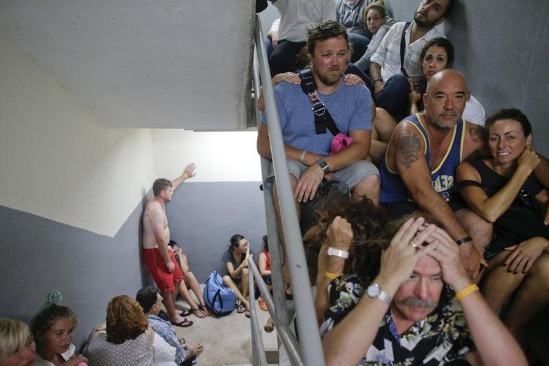 Bilder zum Nachdenken Wohnblock Treppe Leute