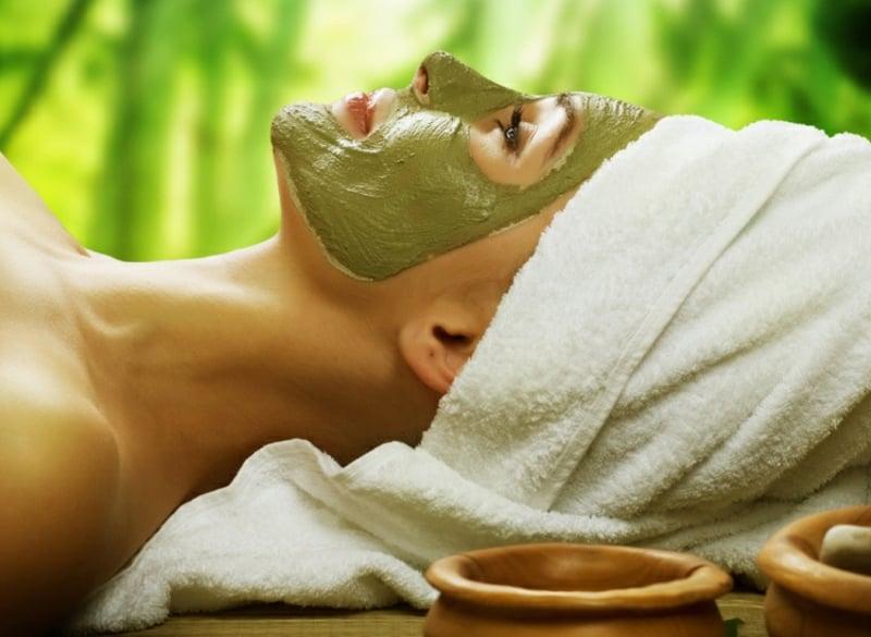 Gesichtsmaske mit Avocado trockene Haut