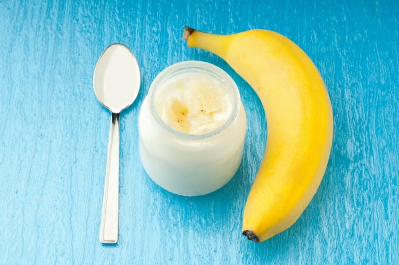 Gesichtsmaske zubereiten Joghurt und Banane