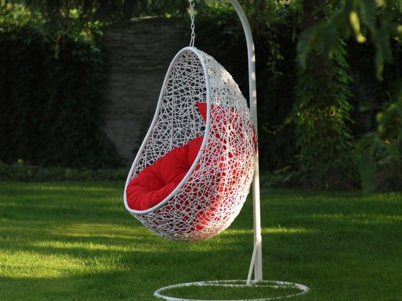 Sessel hängend modern rotes Sitzkissen