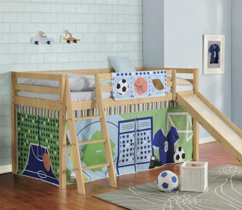 Hochbett mit Rutsche Jungenzimmer deko Fußball
