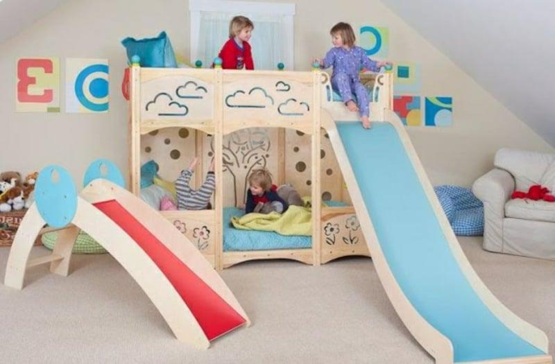 Spielplatz Kinderzimmer Bett zwei Rutschen