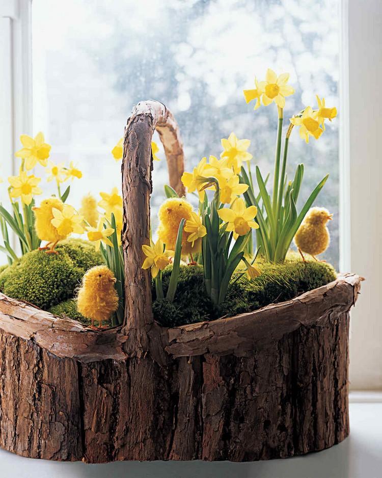 Frühlingsdeko aus Holz selber machen Korb aus Baumstamm
