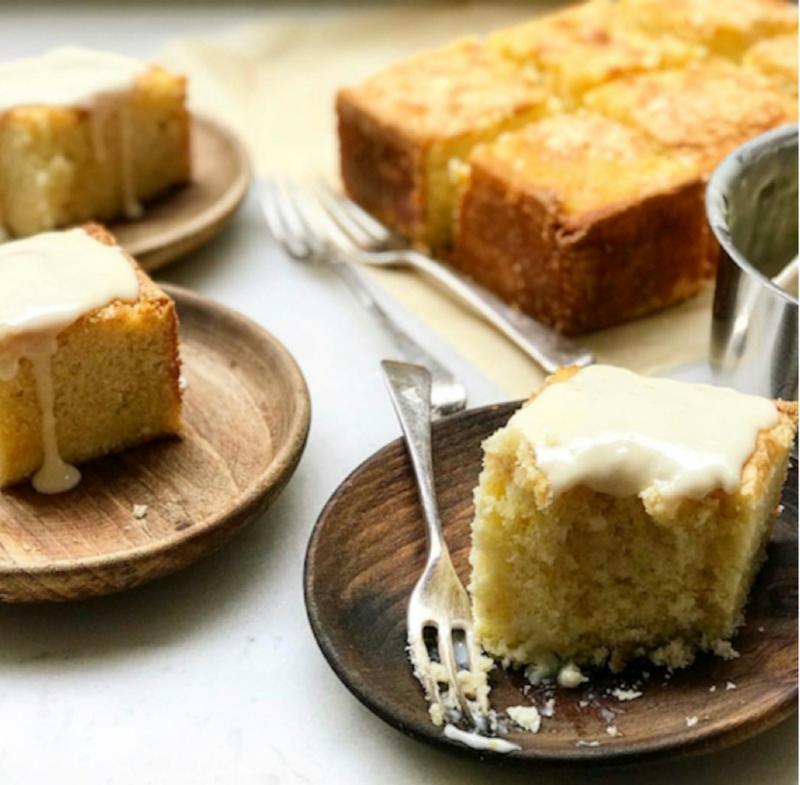 Kuchen vom Blech mit Vanillesauce