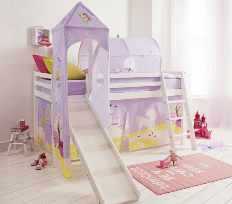 Hochbett mit Rutsche herrliche Idee für das Mädchenzimmer
