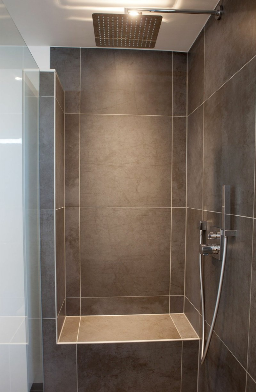 Duschbereich offen Bad braune Fliesen