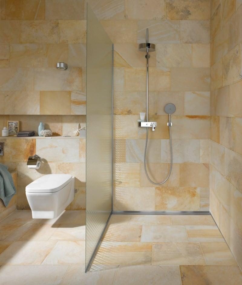 modernes Bad offener Duschbereich Glaswand