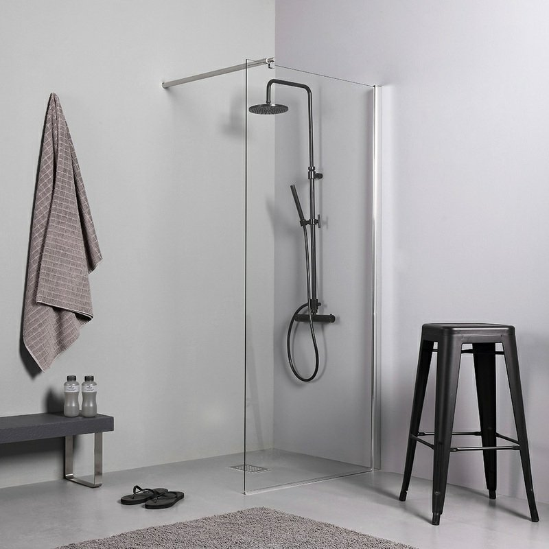 offener Duschbereich Duschkopf fixiert Wand