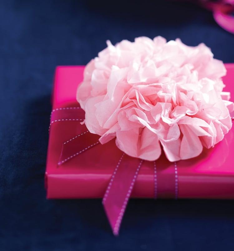 Geschenk dekorieren Pfingstrose Seidenpapier