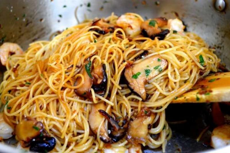 Nudeln ohne Kalorien Soja Spaghetti mit Pilze