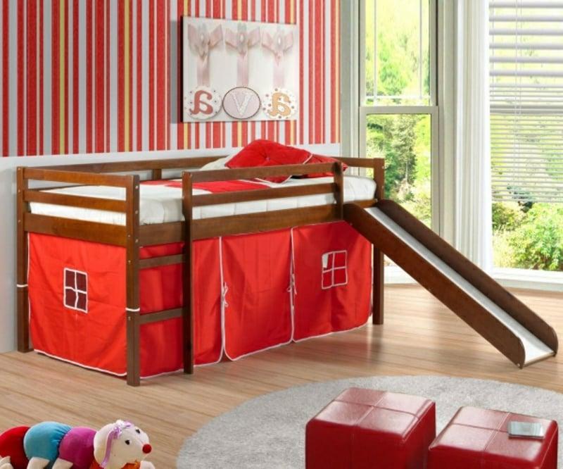 Hochbett mit Rutsche Kleinkinder rote Vorhänge