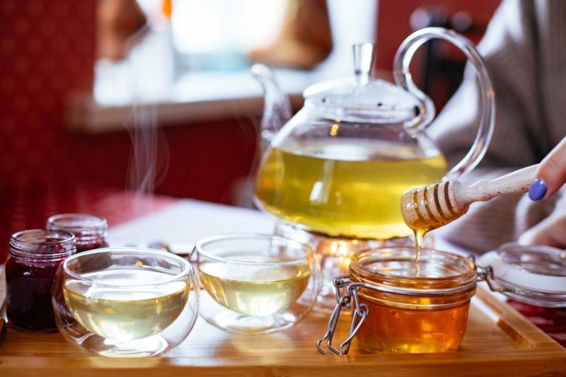Tee mit Honig süßen