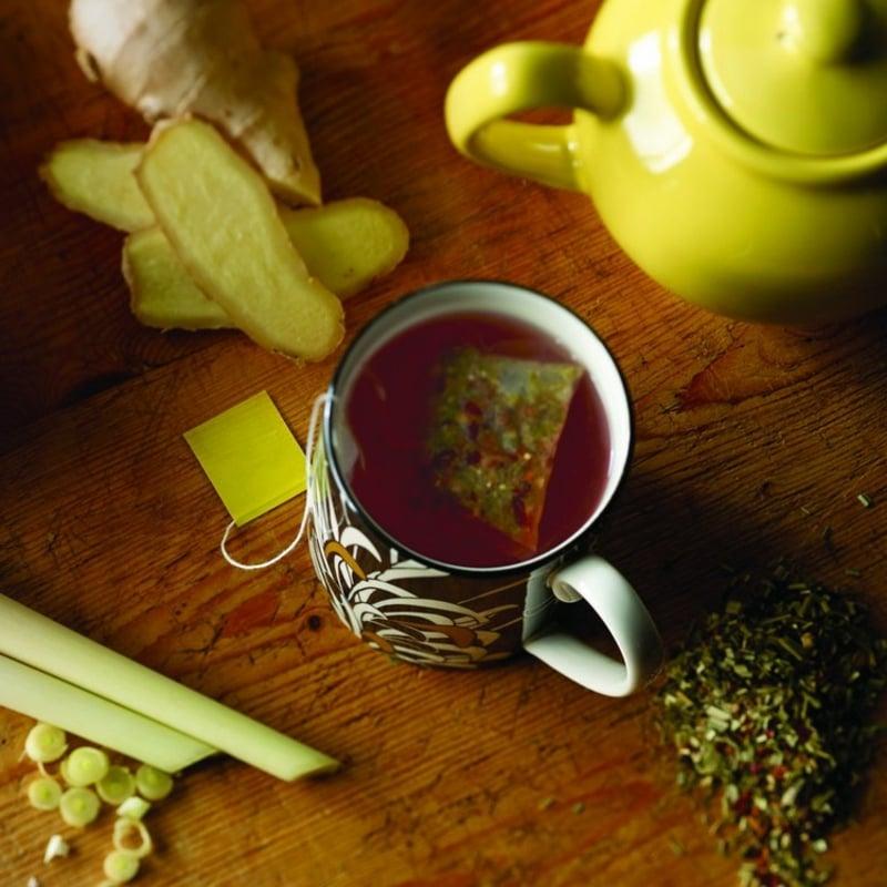 Detox Tee aus Ingwer und Zitronengras zubereiten