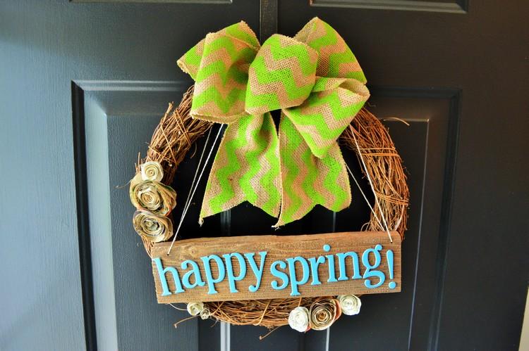 Frühlingsdeko aus Holz selber machen Kranz basteln Eingangstür