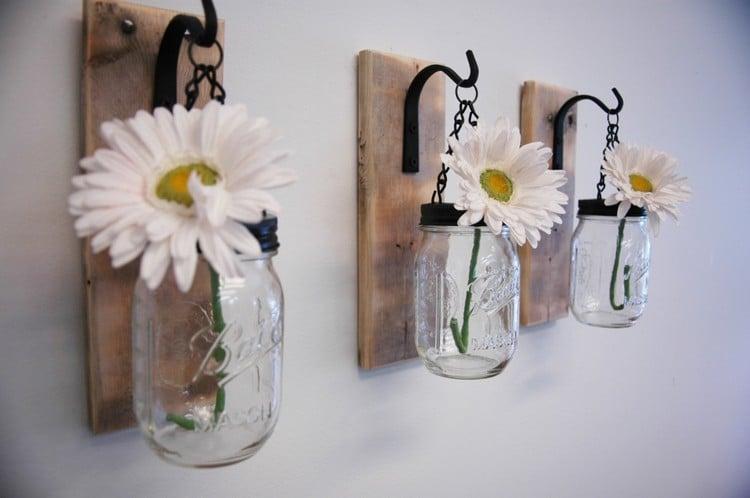 originelle Wanddeko mit Frühlingsblumen