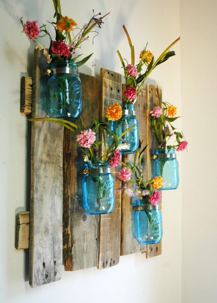 Frühlingsdeko aus Holz selber machen Wanddeko Blumengestecke