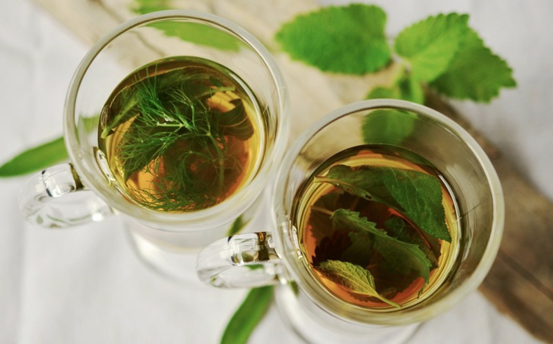 Tee selber machen frische Kräuter