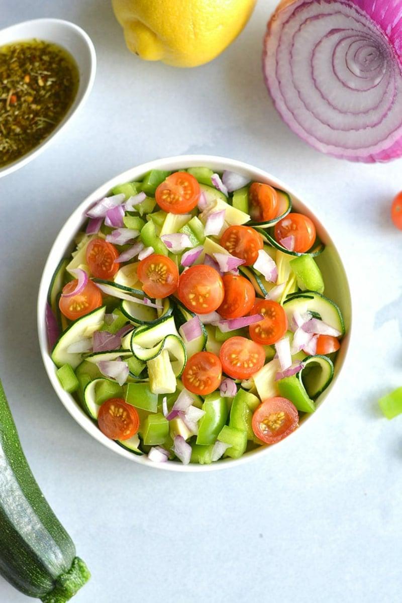 Nudeln ohne Kalorien Zucchininudeln mit Gemüse