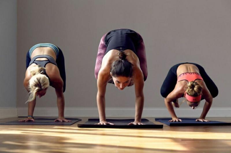 Power Yoga Asanas Gewicht verlieren