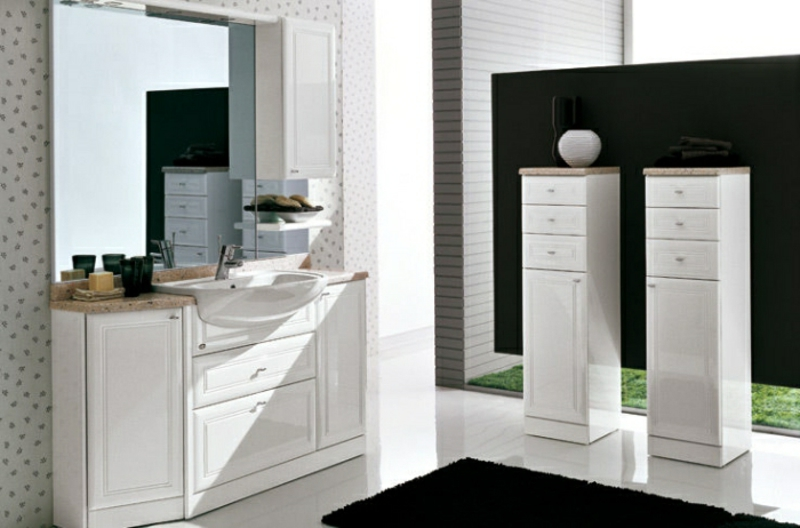 Badezimmerschrank in Weiß freistehend