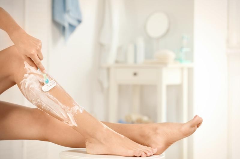 Beine rasieren hilfreiche Tipps