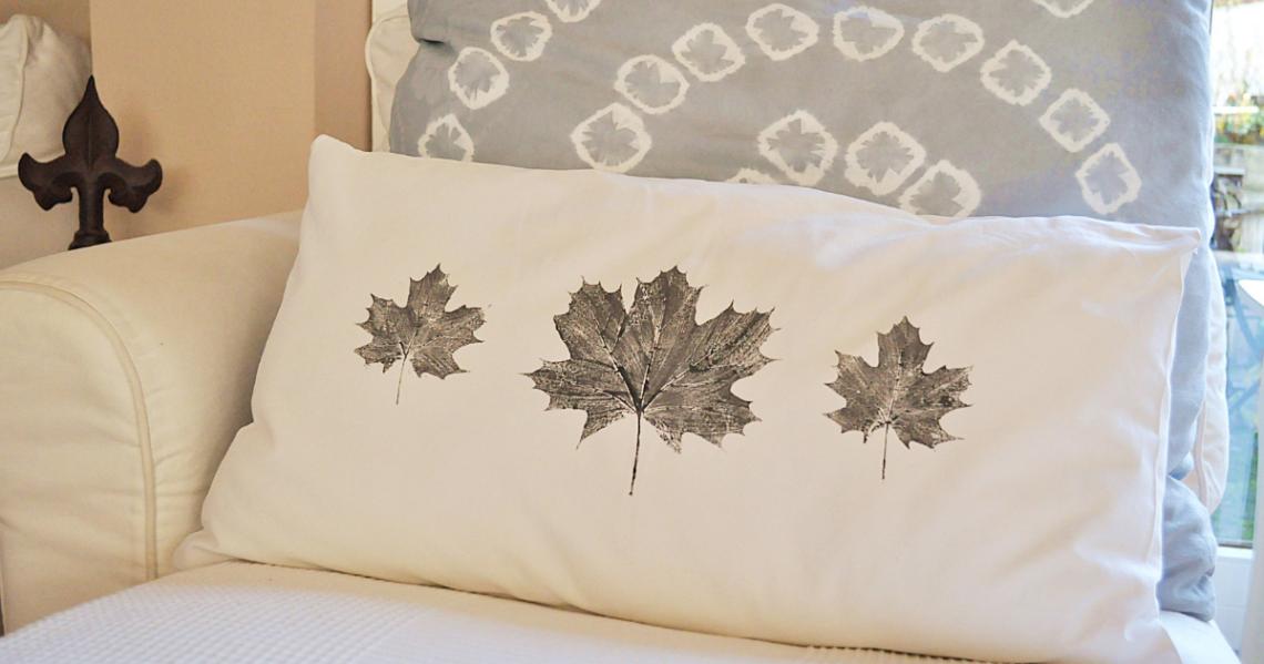 Kissen bedrucken tolle Ideen Blätterabdruck