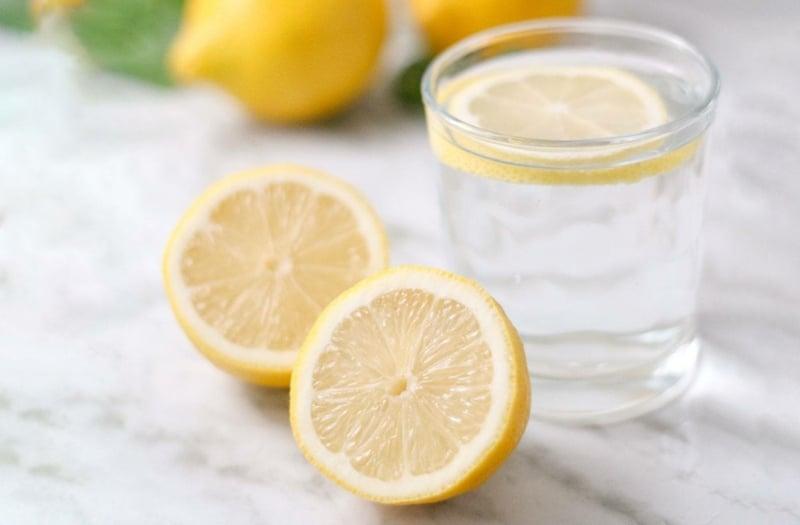 Zitronenwasser selber zubereiten