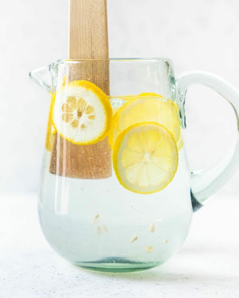Zitronenwasser morgens trinken