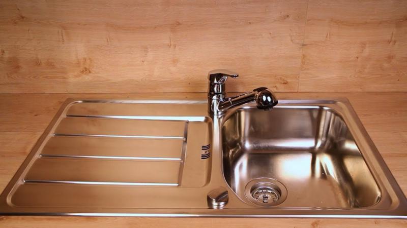 Spüle aus Edelstahl putzen Hausmittel Tipps
