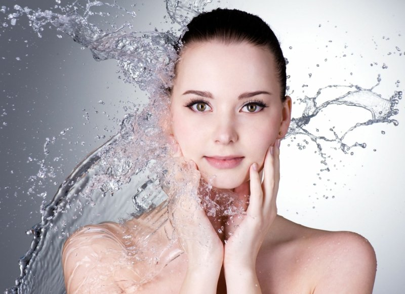 Kosmetik für hydratietre Gesichtshaut