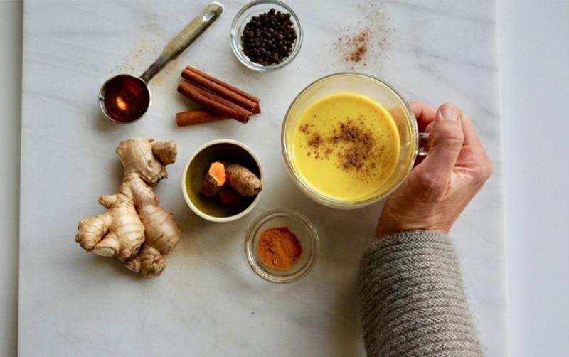 Goldmilch mit Ingwer und Honig