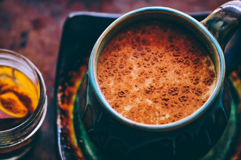 goldene Milch mit Zimt aromatisch