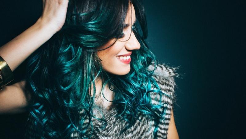 angesagte Haarfarben Dunkelgrün