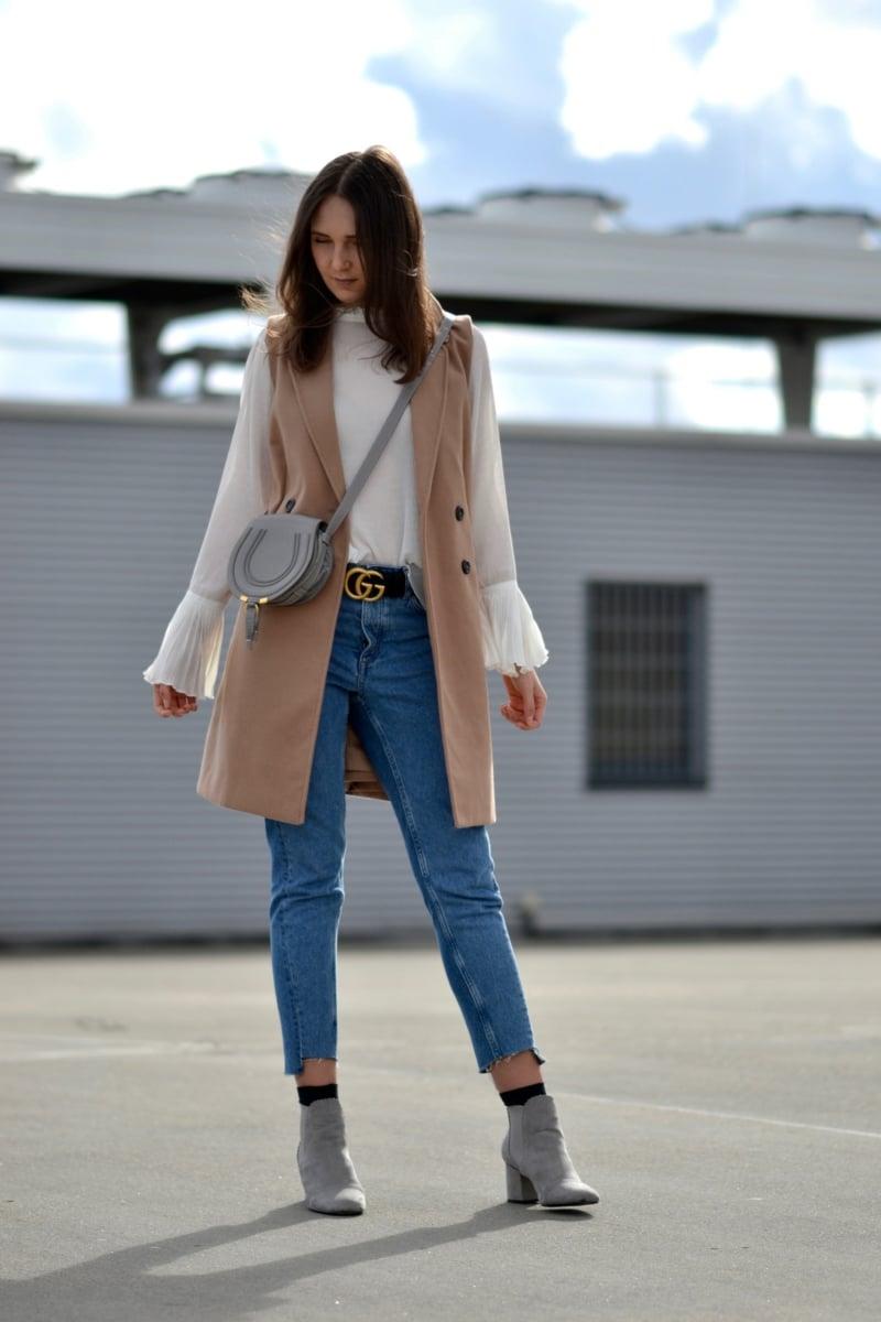 herbstlicher Outfit Jeans Weste Ledertasche
