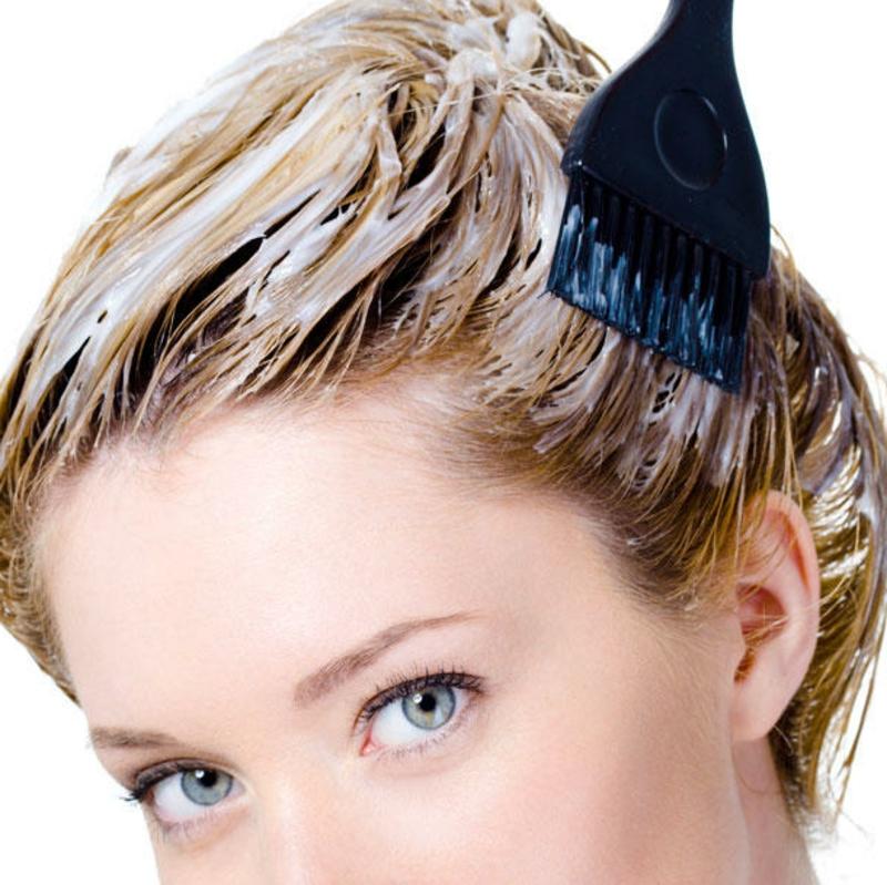 Haare selber färben mit Pinsel