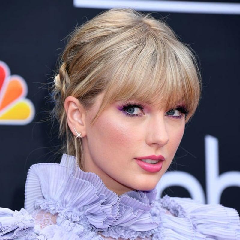 Hochsteckfrisur herrlicher Look Taylor Swift