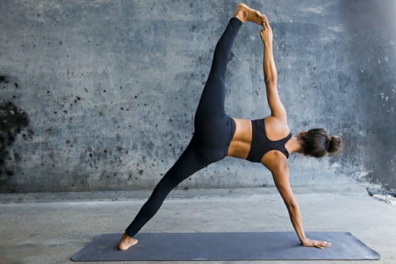 intensive Yoga-Übungen Muskelaufbau