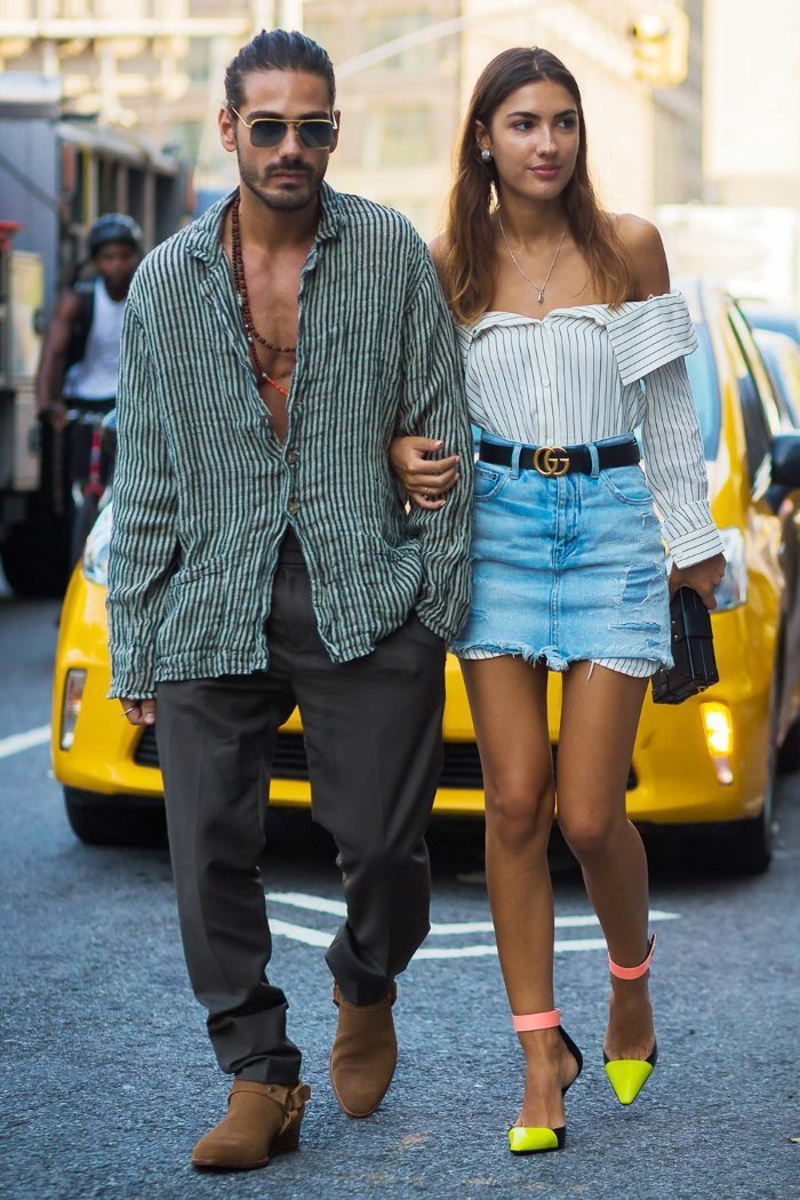 modischer Outfit langes Hemd Jeansrock