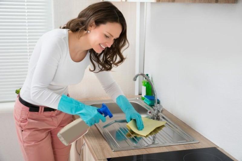 Spülbecken Kalkflecken entfernen