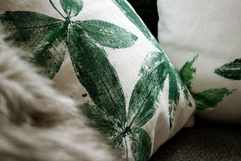 Kissenhülle verzieren Pflanzenmotiv herrlicher Look