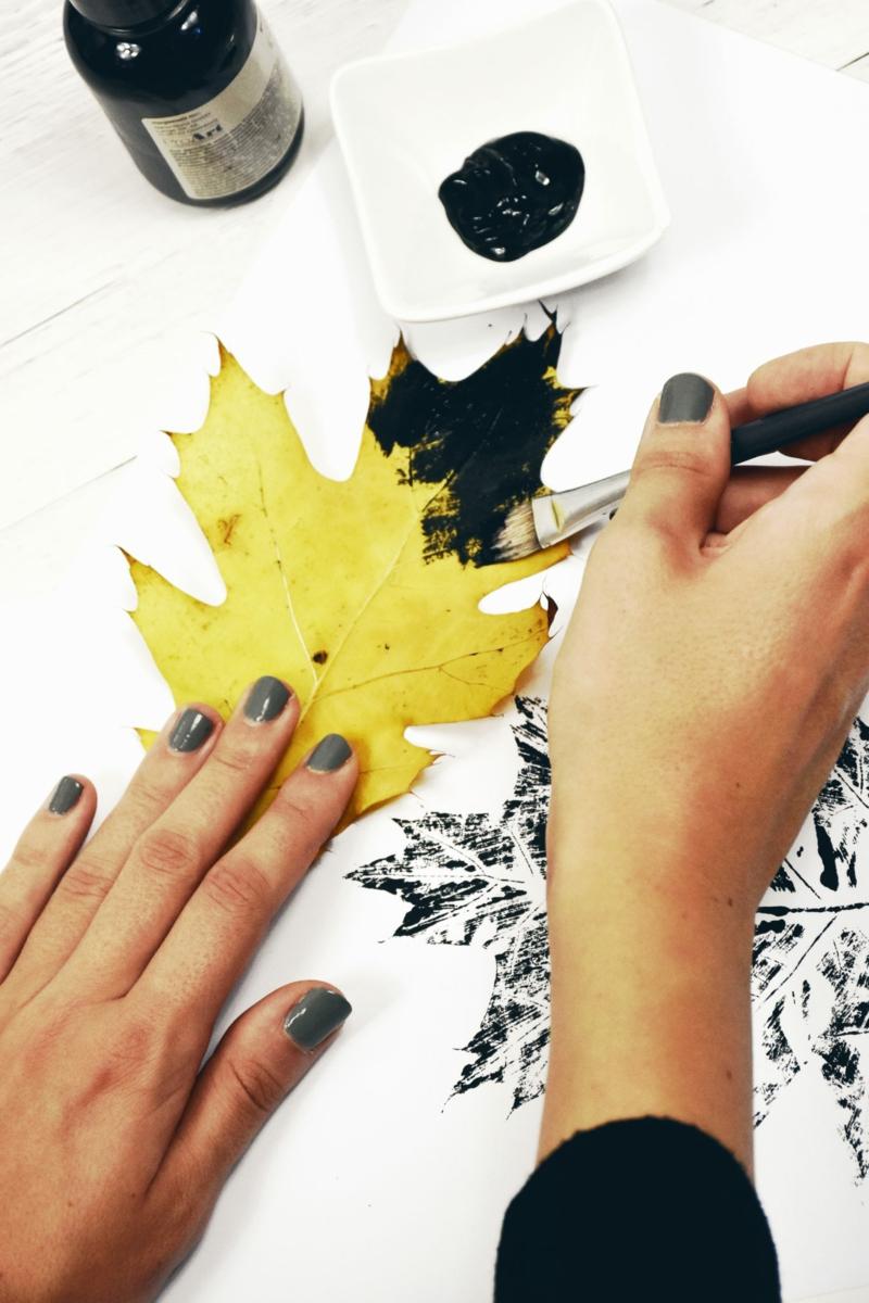 Kissen bedrucken mit Herbstblättern DIY