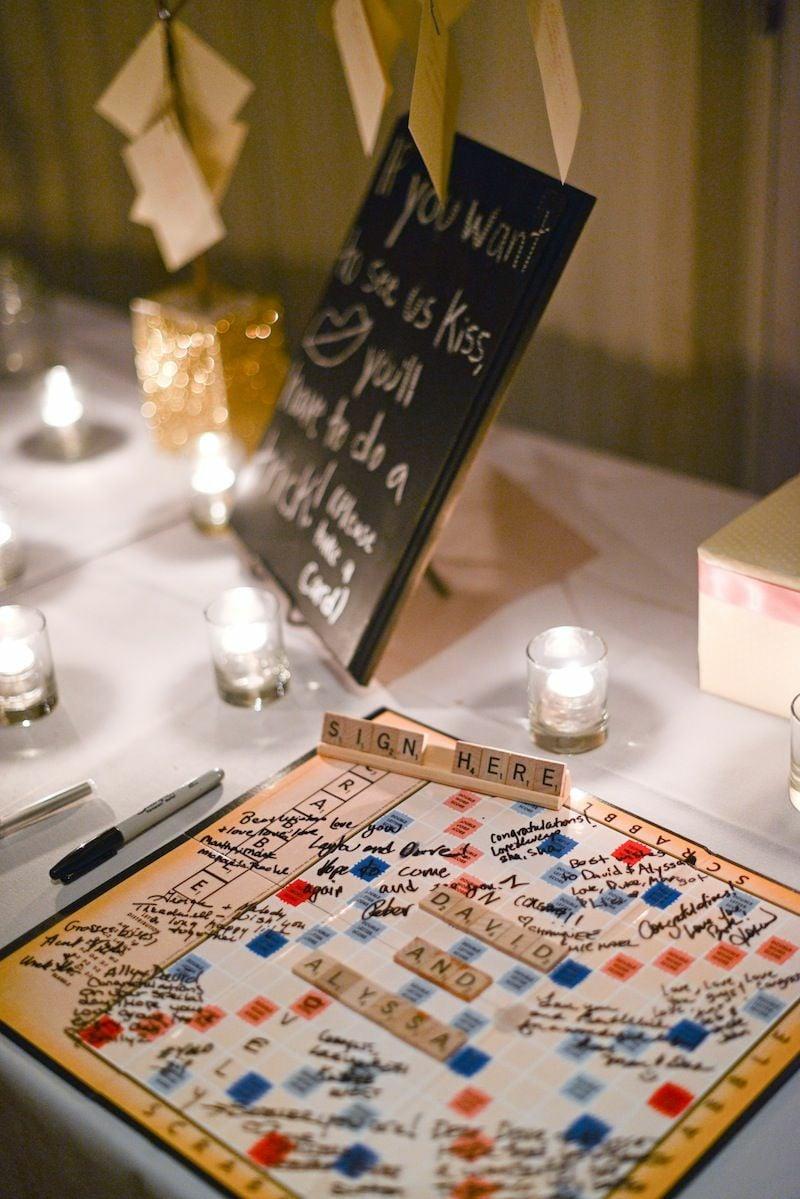 Gästebuch Hochzeit auf Scrabble Brett schreiben