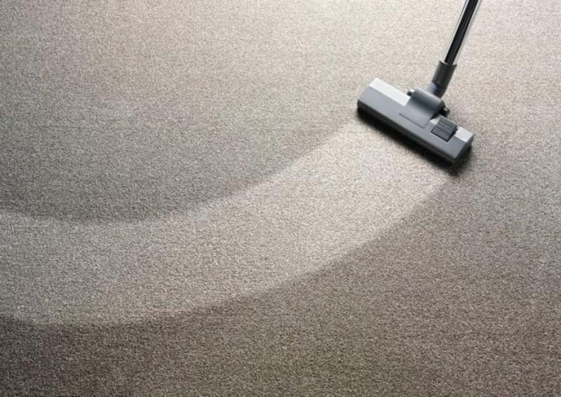 Teppichboden putzen