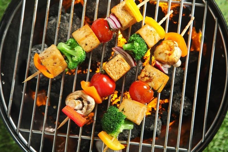 vegetarische Spieße asiatischer Grillkäse