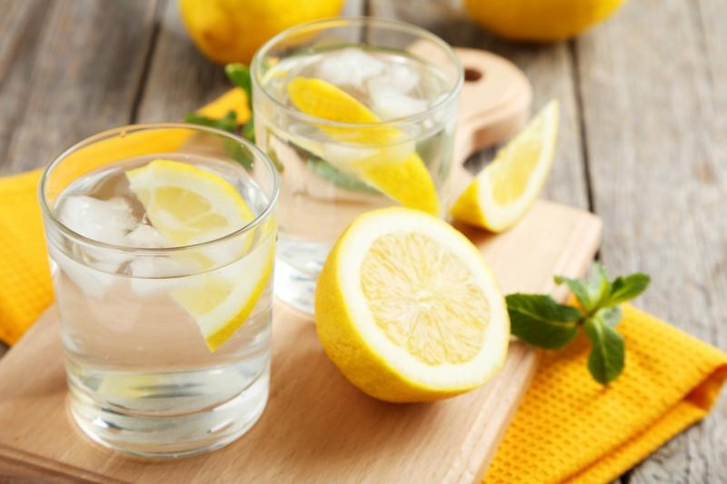 mit Zitronenwasser Diät abnehmen