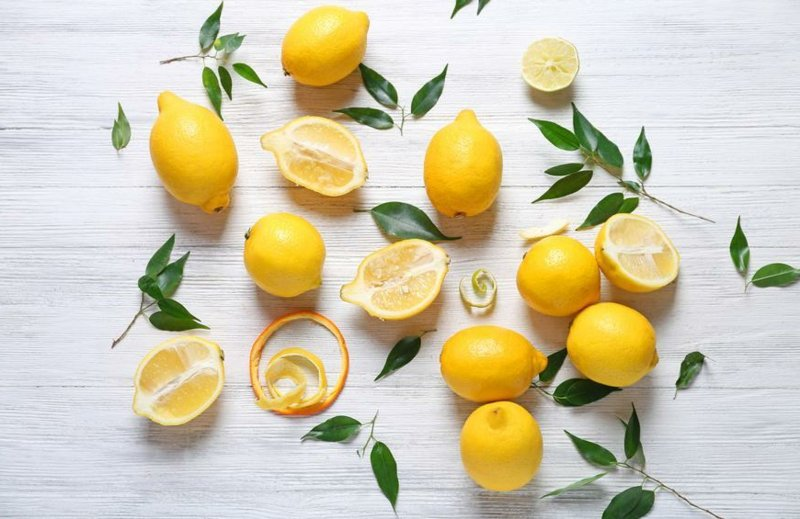 Wasser mit Zitronensaft gesundheitliche Vorteile