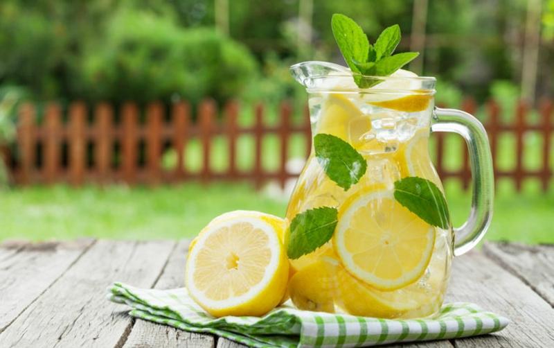 Fastenkur mit Zitronenwasser