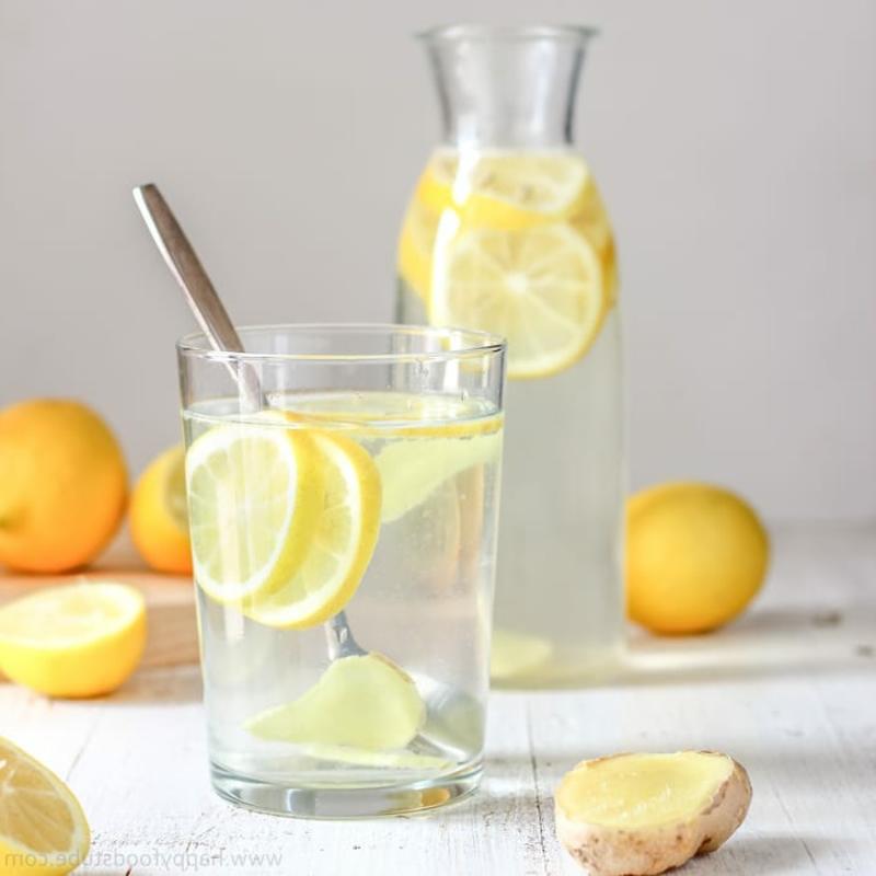Wasser mit Zitrone Vorteile Dehydration