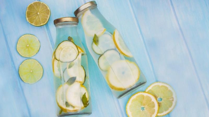 Zitronenwasser Diät Gewicht verlieren