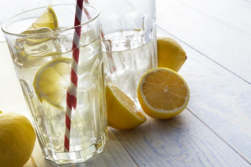 Zitronenwasser jeden Morgen trinken Vorteile